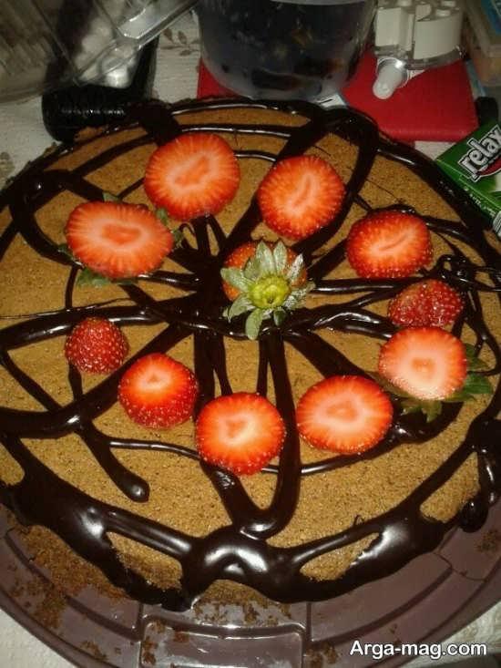 تزئین کیک بدون خامه با توت فرنگی
