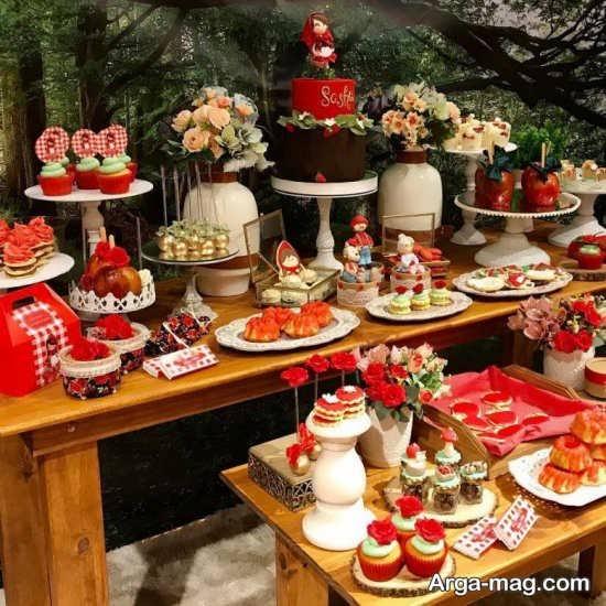 دیزاین جذاب جشن تولد با طرح شنل قرمزی