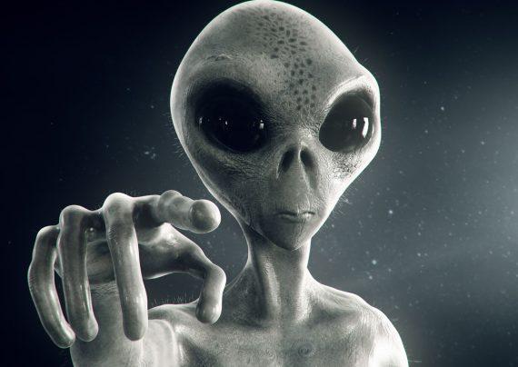 یک مقام سابق پنتاگون اعلام کرد موجودات فضایی وجود دارند