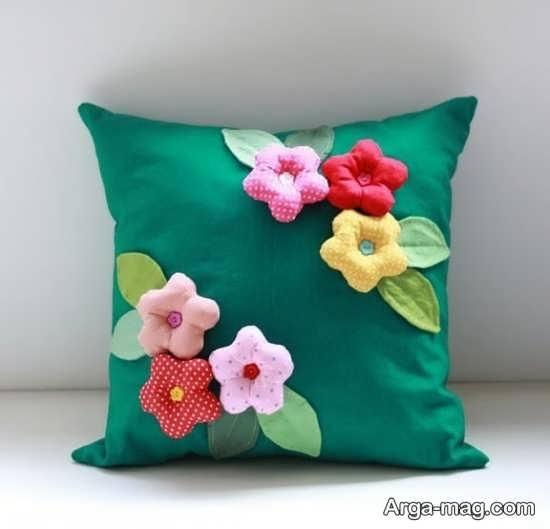 تزئین کوسن با گل های زیبا