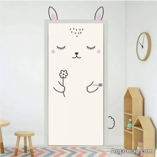 دیزاینی شیک از درب اتاق نوزاد