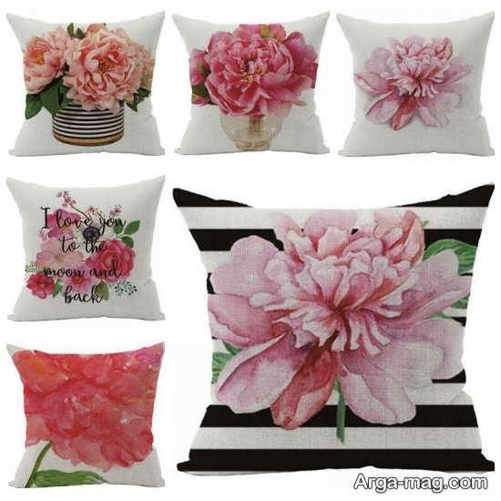 طراحی کوسن با گل های صورتی