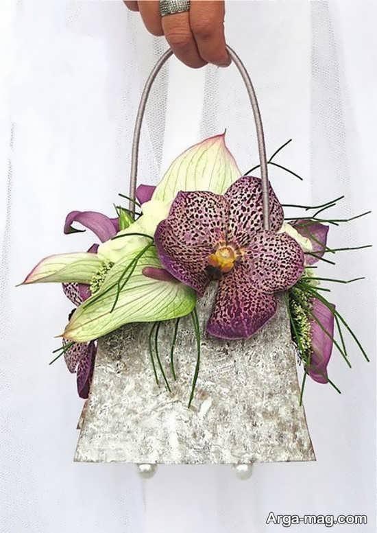 تزیین شیک کیف با گل طبیعی