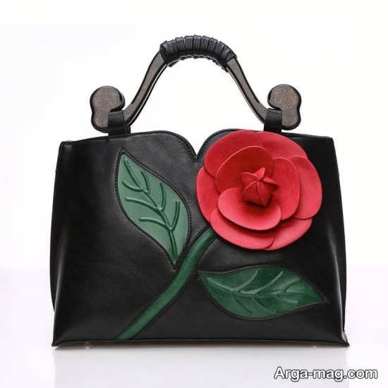 طراحی کیف دستی با گل قرمز