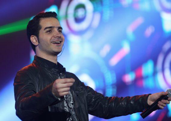 عکس های جدید محسن یگانه در کنار هواداران خانم