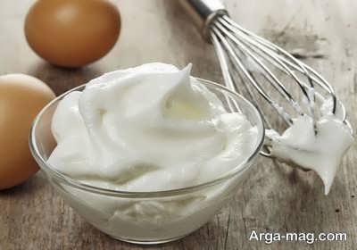 هم زدن سفیده تخم مرغ