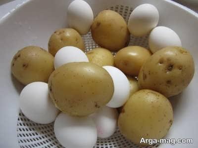 سیب زمینی و تخم مرغ آب پز