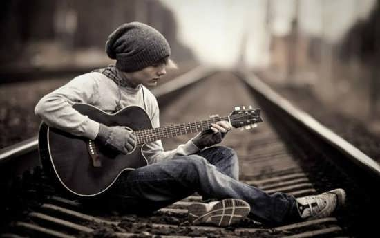 عکس پروفایل پسرانه با گیتار