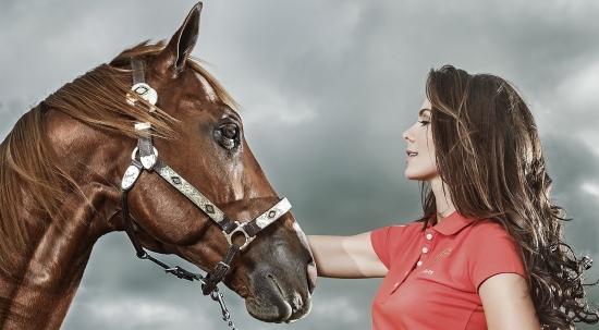 عکس پروفایل دخترانه شیک با اسب
