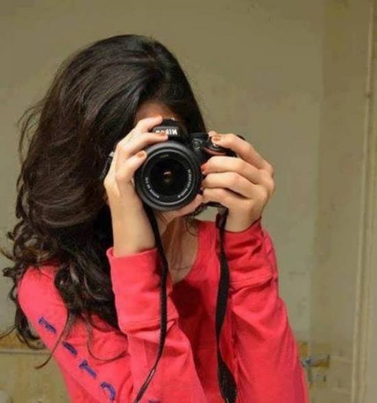 پروفایل دختر با دوربین