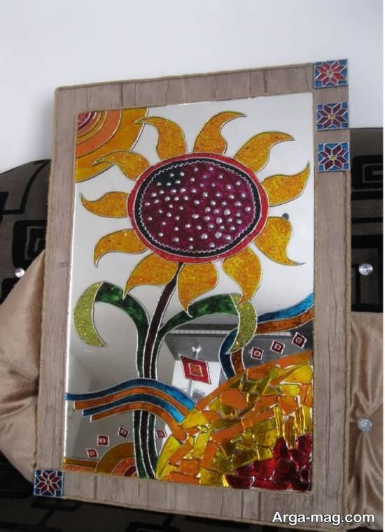 نقش زیبای گل آفتابگردان روی شیشه
