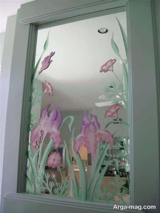 نقش گل روی آینه