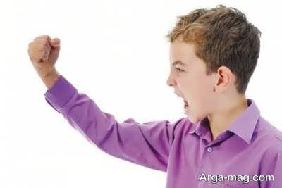 نوجوان پرخاشگر و نشانه های آن