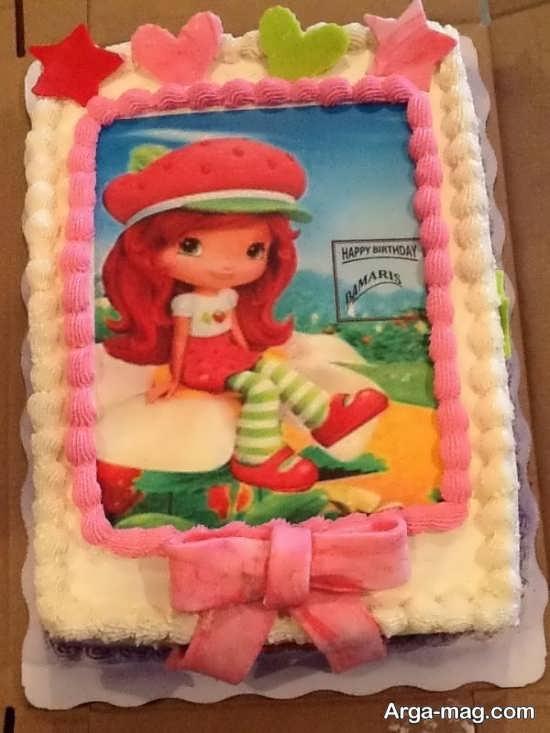 کیک با تصویر توت فرنگی