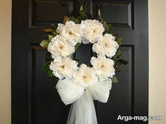 تزیین درب اتاق با حلقه گل