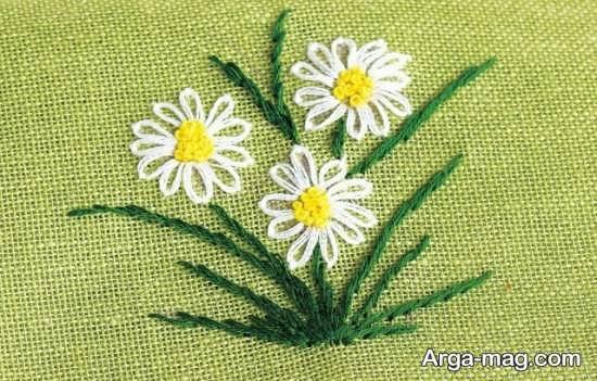 طراحی گل روی پارچه با گلدوزی