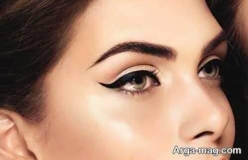 خط چشم گربه ای برای آرایش روز