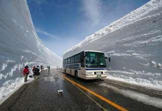 عکس هایی حیرا آور از برف سنگین ژاپن