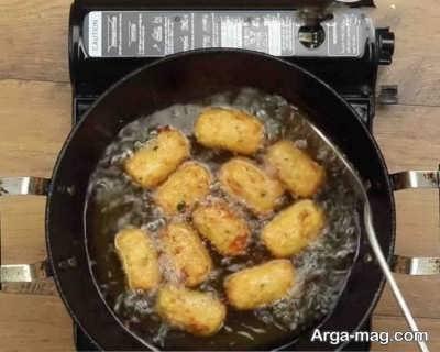 سرخ کردن ناگت سیب زمینی