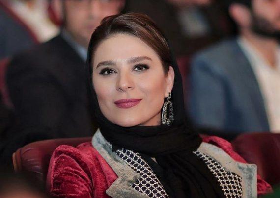 عکس های سحر دولتشاهی در حال گرفتن سیمرغ بلورین در اختتامیه جشنواره فجر