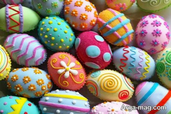 اشکال برجسته رنگ آمیزی شده روی تخم مرغ هفت سین