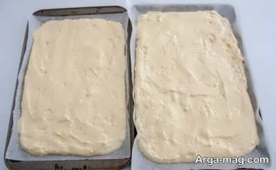 پهن کردن خمیر روی کاغذ روغنی