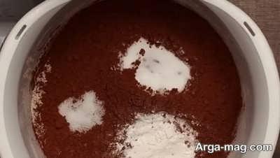 مخلوط آرد و پودر کاکائو و نمک و شکر