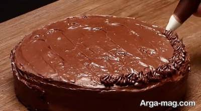تزیین کیک شکلاتی خیس