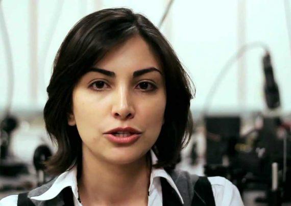 دختر ایرانی جایزه استعداد برتر امسال را از آمریکا دریافت کرد