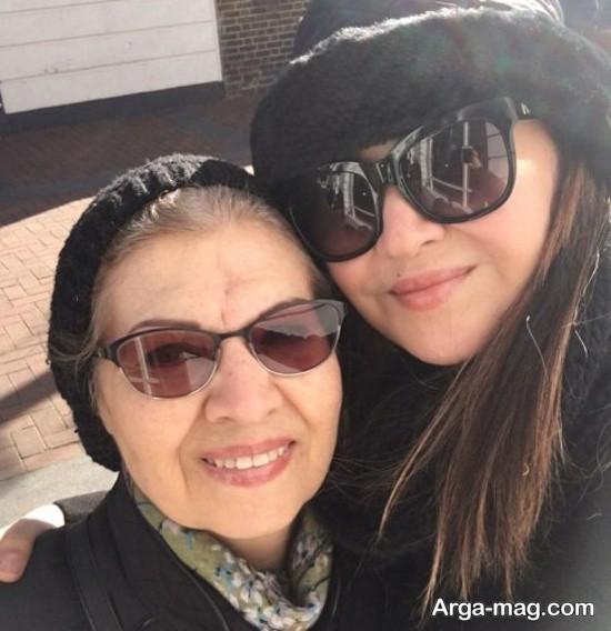 نیکی کریمی و مادرش