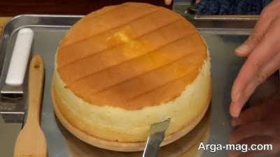 برش کیک اسفنجی جهت تهیه ترایفل انگلیسی