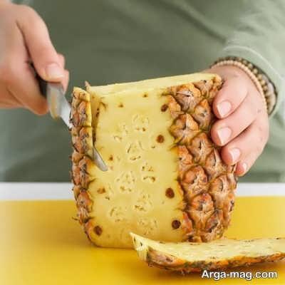 پوست کندن میوه آناناس