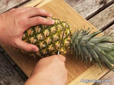 جدا کردن قسمت فوقانی آناناس