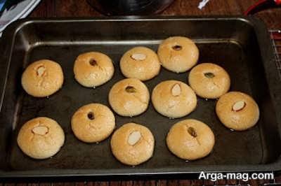 قرار دادن شیرینی شکر پاره در فر