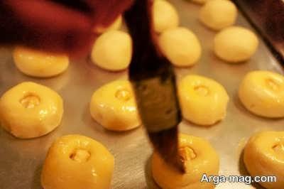 گذاشتن مغز گردو یا فندق روی شیرینی شکر پاره