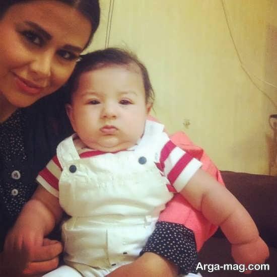 یاسمینا باهر و فرزندش