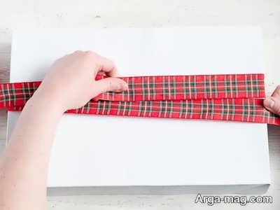 بستن روبان به صورت مرحله به مرحله روی جعبه کادو