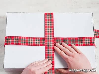 بستن پاپیون با روش های ساده روی جعبه کادو