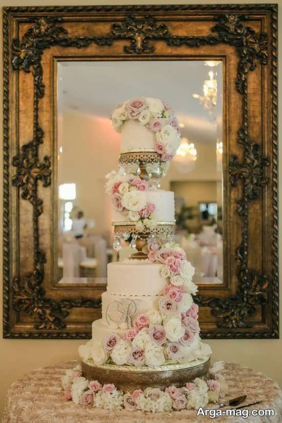 تزیین کیک چند طبقه با گل
