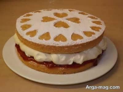 تزیین زیبا کیک اسفنجی با روشی ساده و زیبا