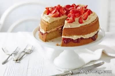 تزیین کیک اسفنجی با توت فرنگی