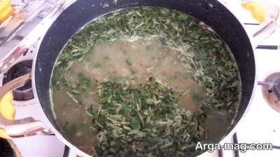 اضافه کردن سبزی به آش