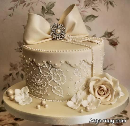 تزیین کیک عروس با گل