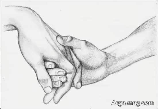 طراحی دو دست با سیاه قلم