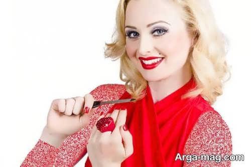 مدل میکاپ صورت با لباس قرمز