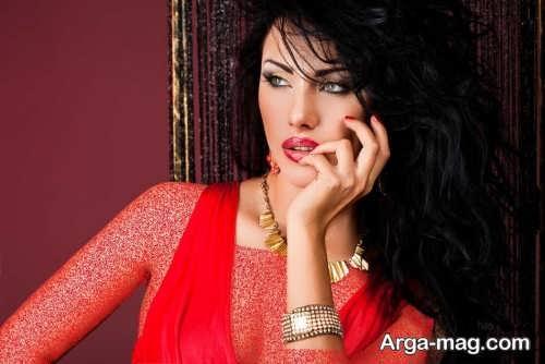 مدل آرایش صورت زنانه با لباس قرمز