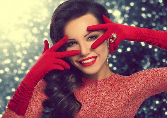 آرایش صورت با لباس قرمز