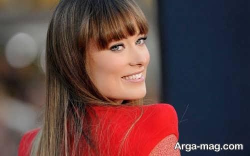 مدل آرایش صورت ملایم با لباس قرمز
