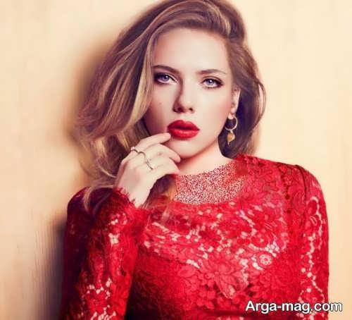 مدل آرایش صورت زنانه با لباس مجلسی قرمز