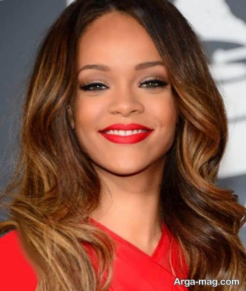 مدل آرایش چهره با پیراهن قرمز
